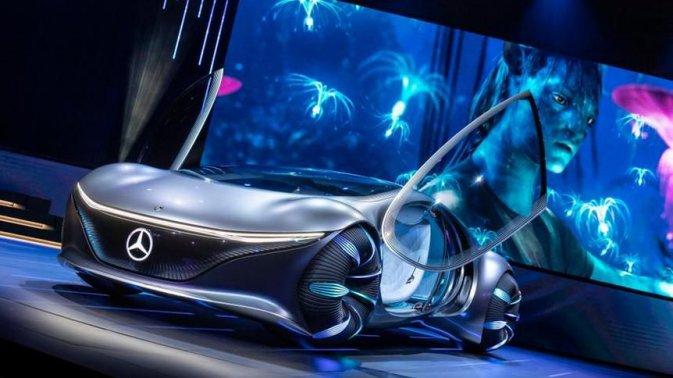 La futuristica Mercedes-Benz Vision AVTR in azione in un video ufficiale