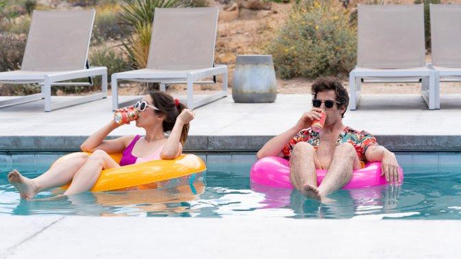Palm Springs, la recensione del film in sala con Andy Samberg