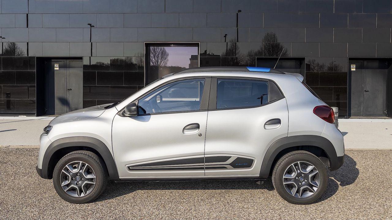 Abbiamo guidato la Dacia Spring in anteprima: com'è l'elettrica da 9.400 €?