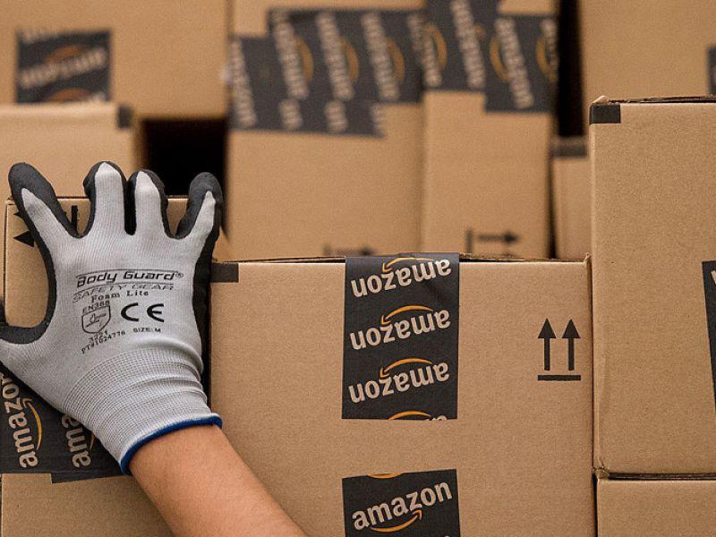 Amazon e Poste: consegne potenziate per un consumo sempre più sfrenato