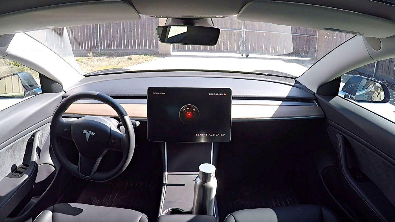 Cos'è la Modalità Sentinella di Tesla e perché ogni auto dovrebbe averla