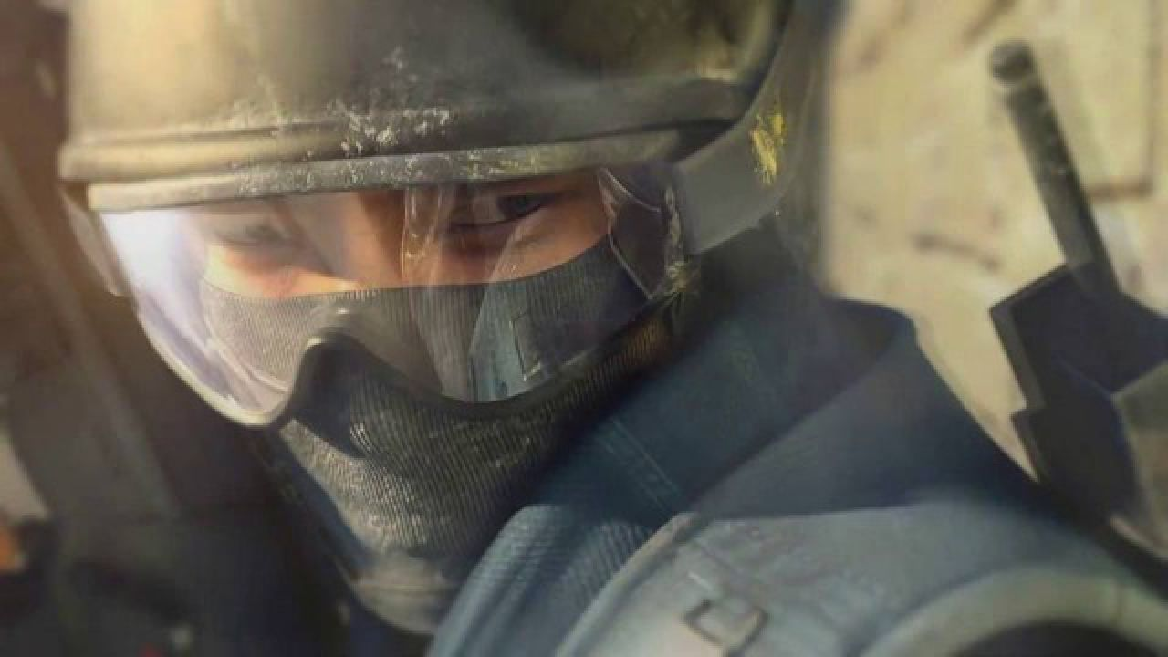 hands on Counter Strike: Global Offensive