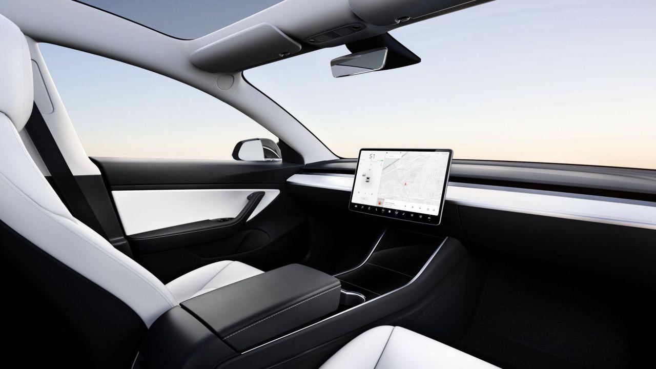 speciale Elon Musk e la Guida Autonoma Tesla di Livello 5 nel 2021: il futuro è oggi