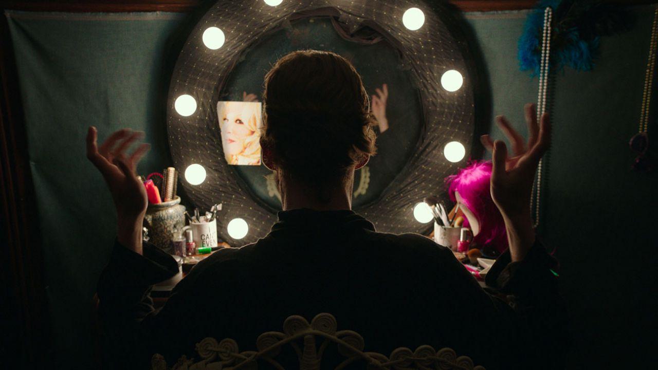 Freak Show, la recensione del film con Alex Lawther