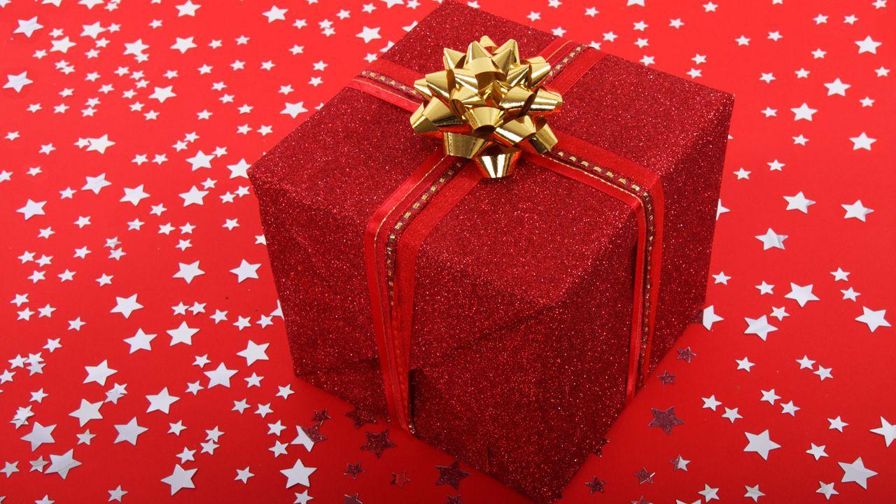 speciale Guida ai regali di Natale tech dell'ultimo minuto, dai telefoni alle cuffie