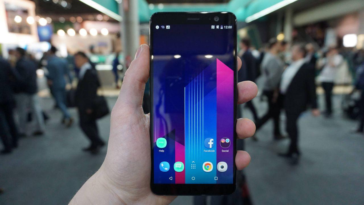 provato HTC U11 Plus: uno sguardo al nuovo flagship della società taiwanese dal MWC 2018