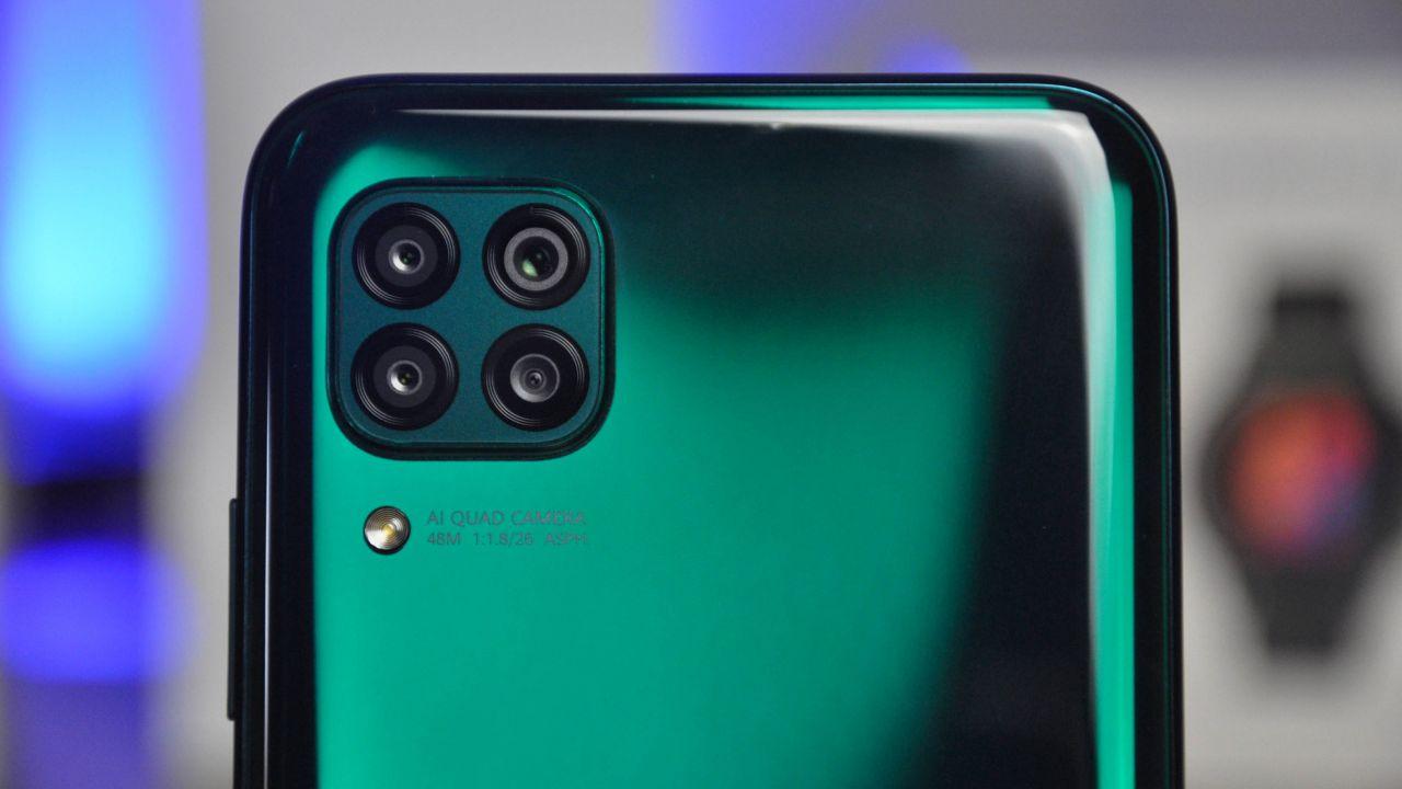 recensione Huawei P40 Lite Recensione: la grande scommessa