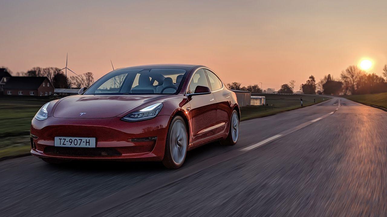 I segreti della Model 3 spiegati dagli ingegneri Tesla: una berlina da F1