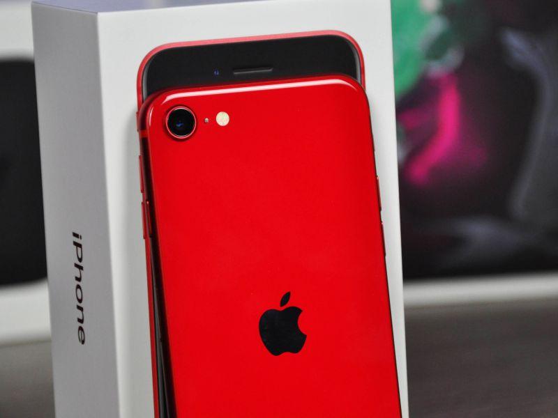 iPhone SE 2020 Recensione: piccolo, potente e retrò