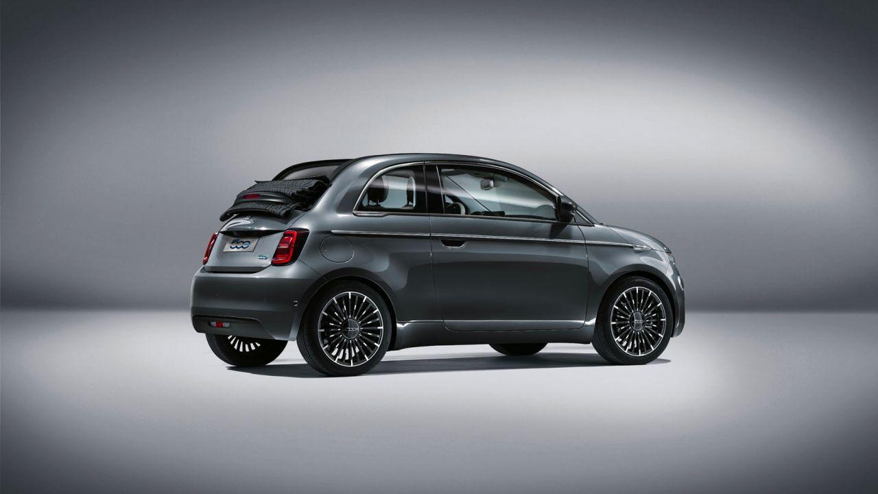 La nuova Fiat 500e costa 37.900 euro: una rivoluzione a metà