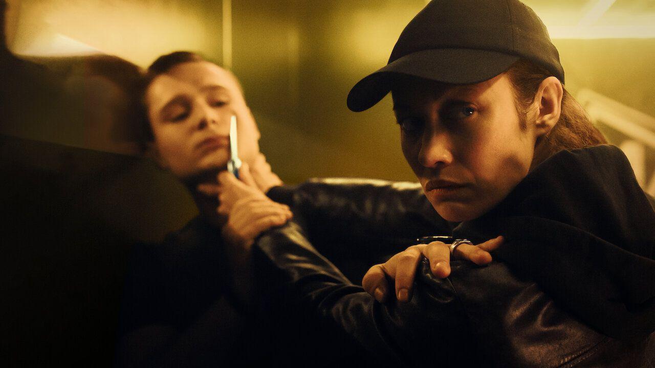 La sentinella, la recensione del film Netflix con Olga Kurylenko