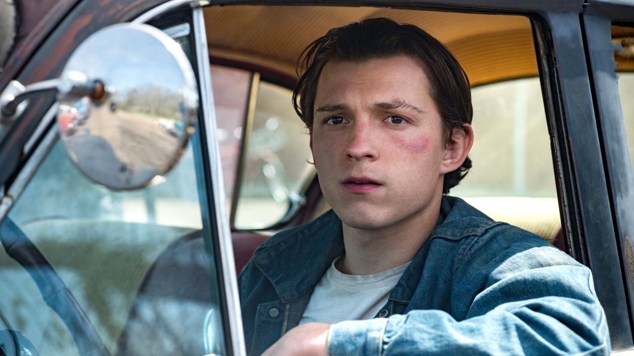 recensione Le strade del male: la recensione del film Netflix con Tom Holland