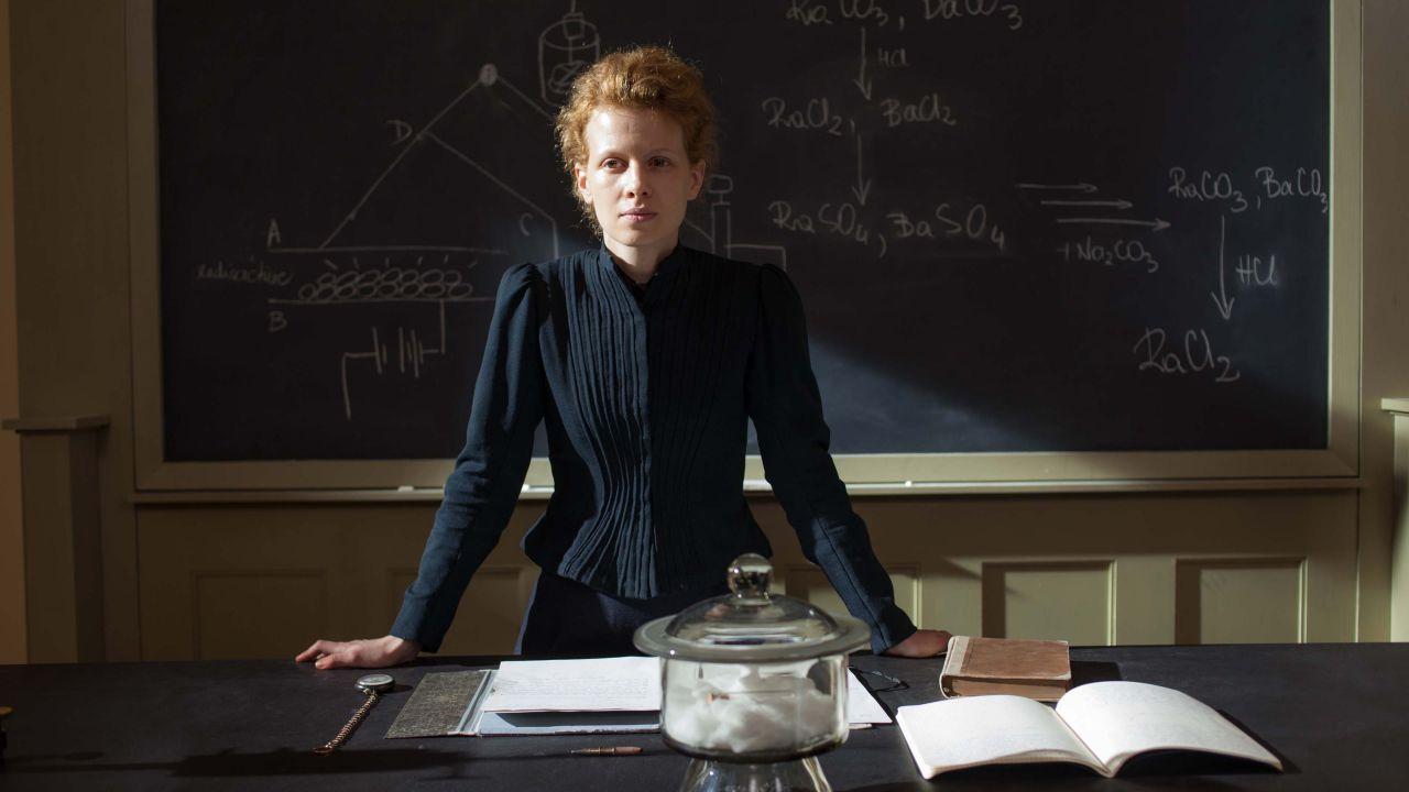 recensione Marie Curie, la recensione del film biografico