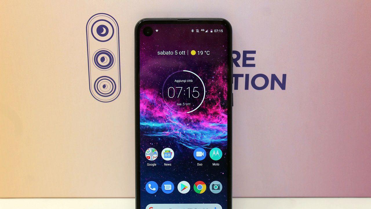 Motorola One Action Recensione: uno smartphone che vuole fare da Action Cam
