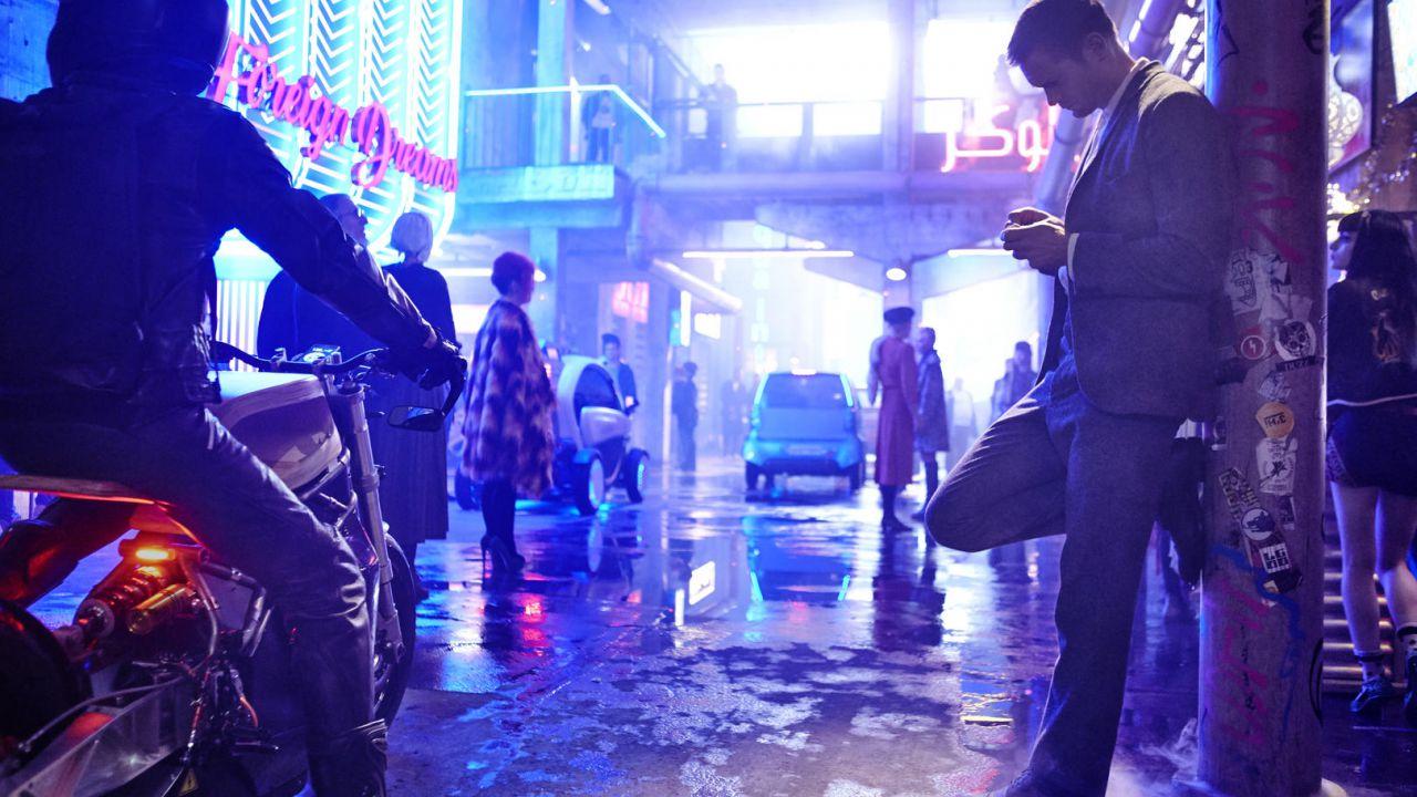 recensione Mute: la recensione del nuovo film di Duncan Jones targato Netflix