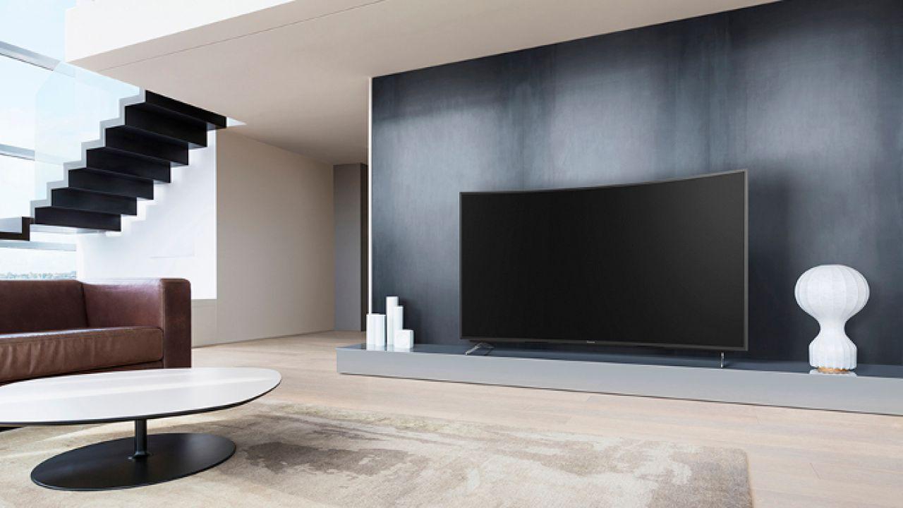recensione Panasonic TX-55CR730E: Smart TV 4K con display curvo