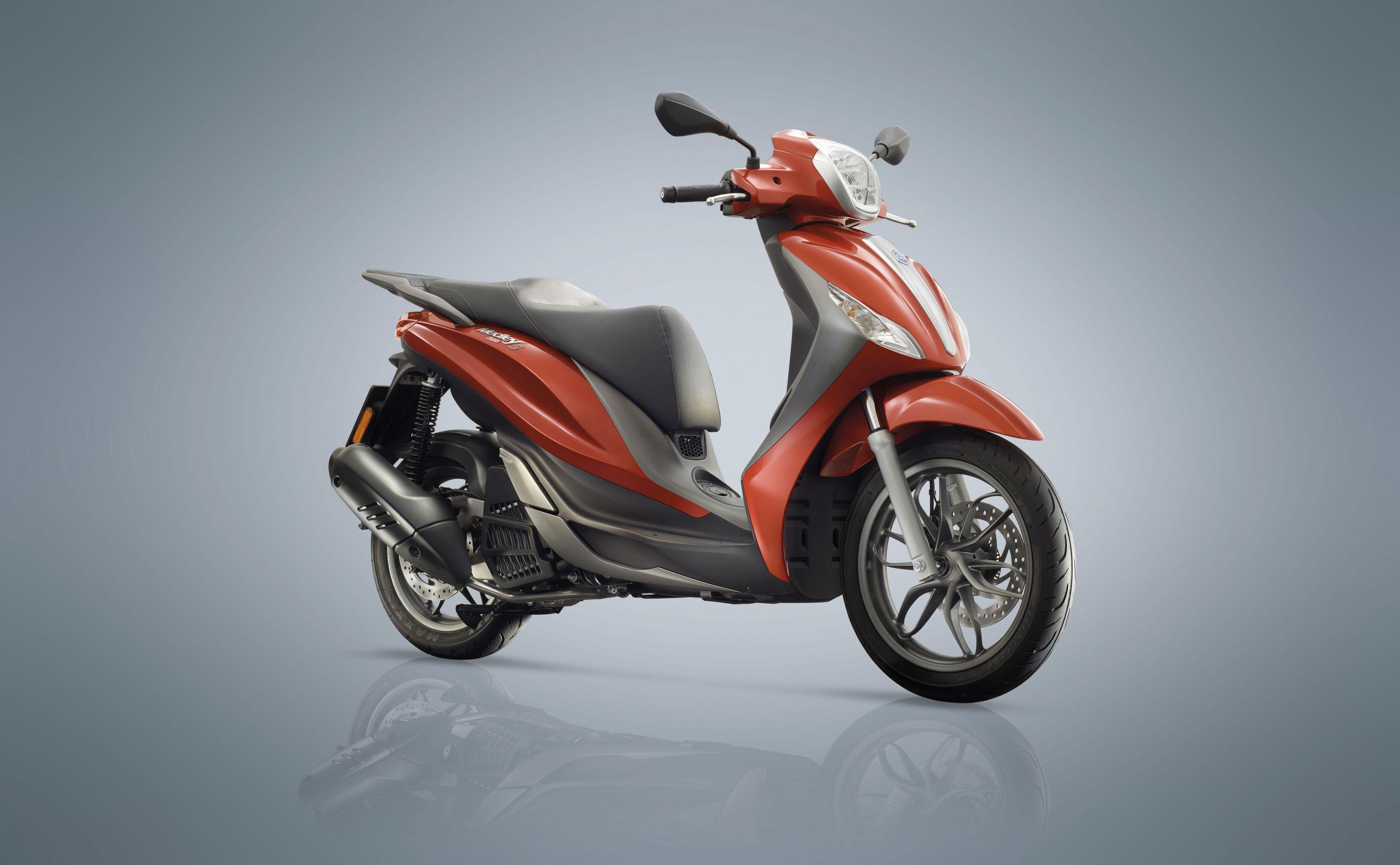 piaggio medley il nuovo scooter a ruota alta della casa di pontedera. Black Bedroom Furniture Sets. Home Design Ideas