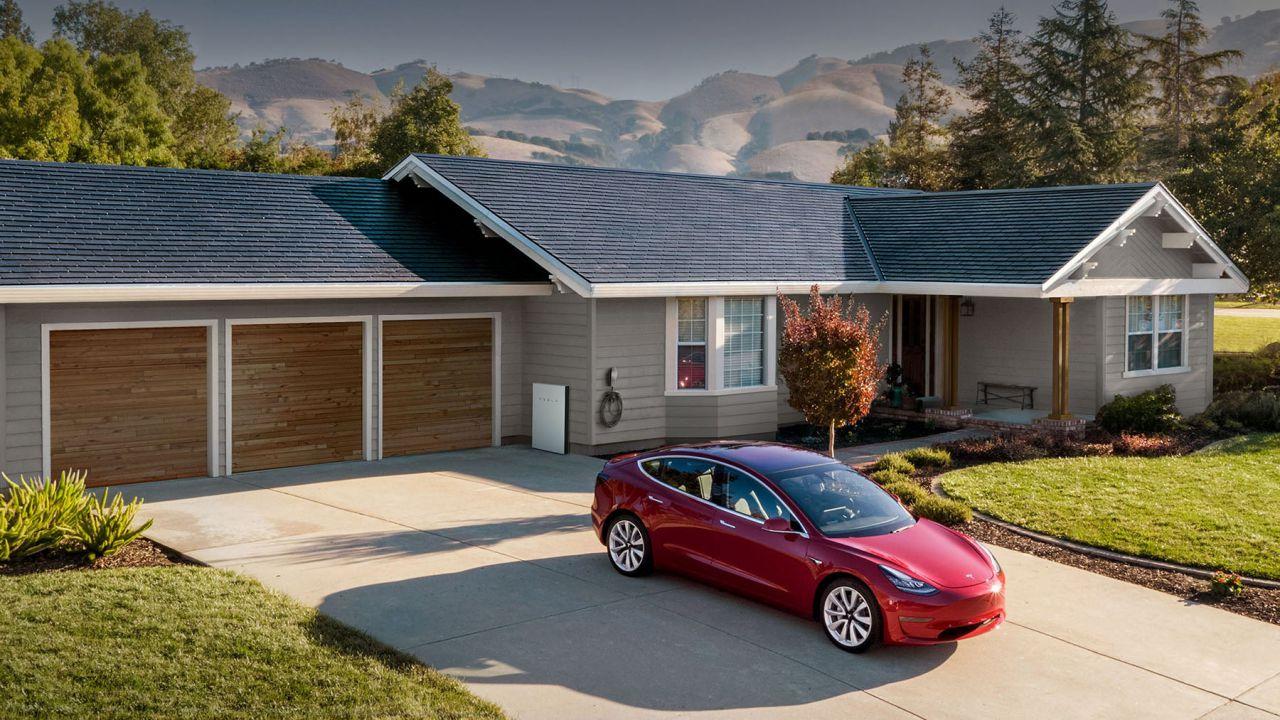 speciale Quale impianto fotovoltaico scegliere per l'auto elettrica? Prezzi e kW