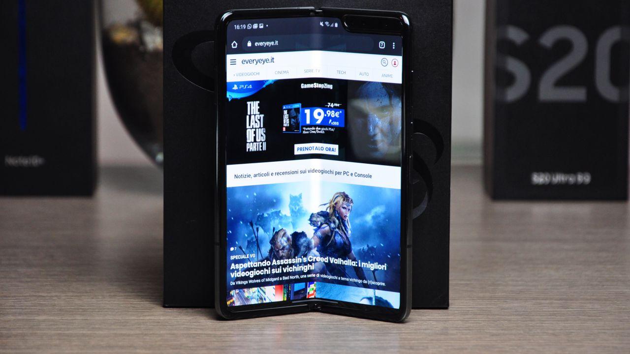 Samsung Galaxy Fold Recensione: gli altri smartphone diventano piccoli