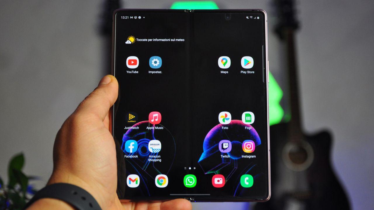 recensione Samsung Galaxy Z Fold 2 Recensione: il miglior smartphone pieghevole