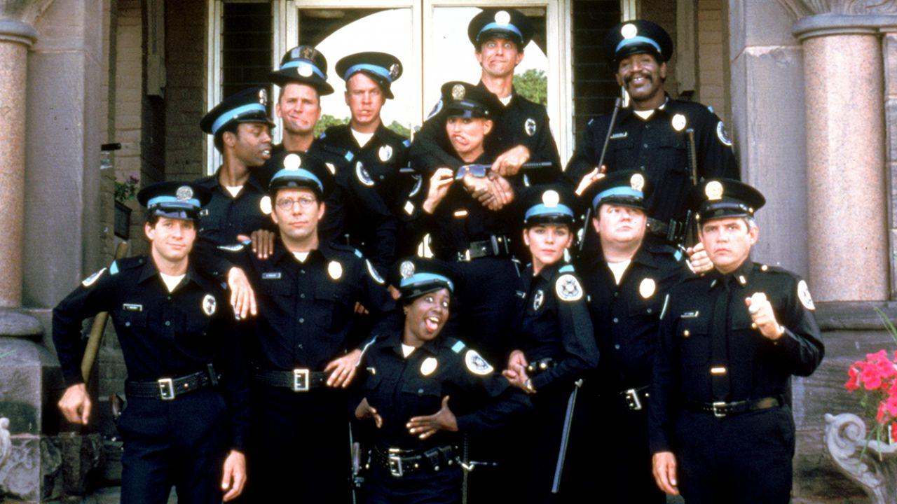 Scuola di polizia, la recensione del cult demenziale Recensione