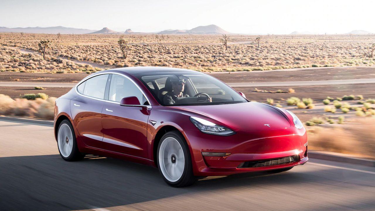 speciale Tesla porta in Europa le Tesla Model 3 cinesi: cosa cambia dalle americane?