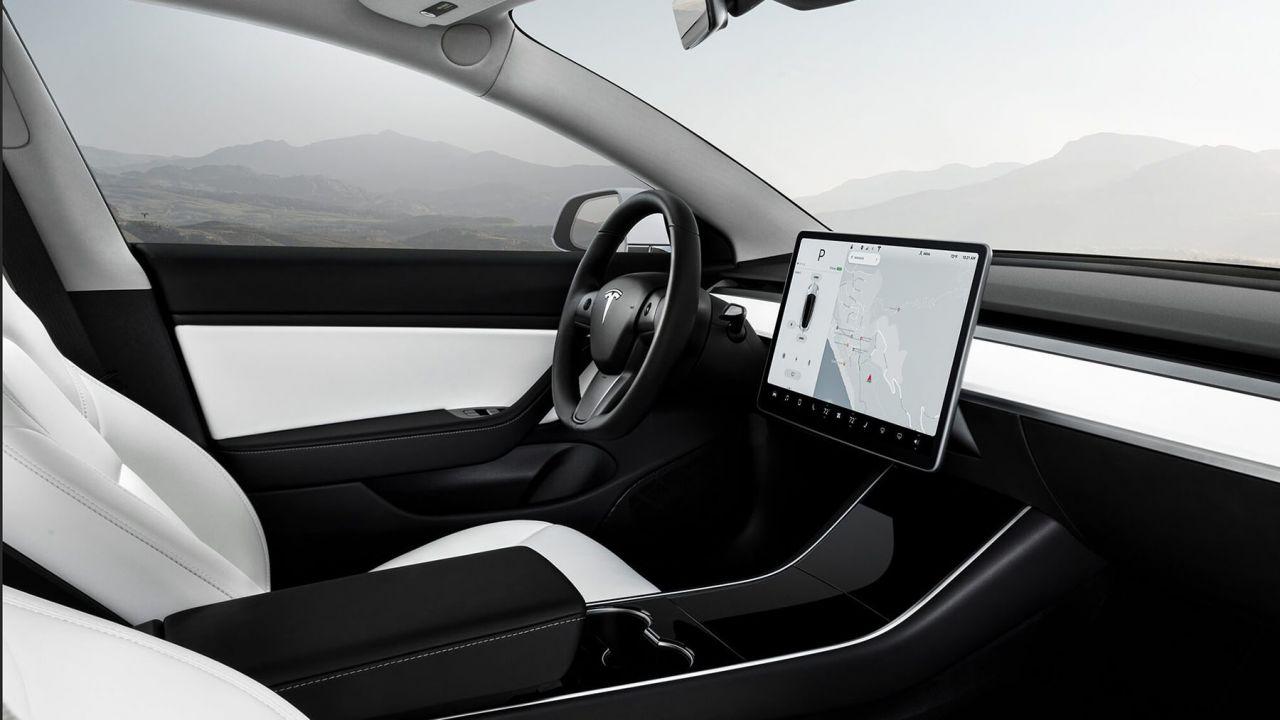 Un hacker mette le mani su una Tesla Model 3: i nostri ...