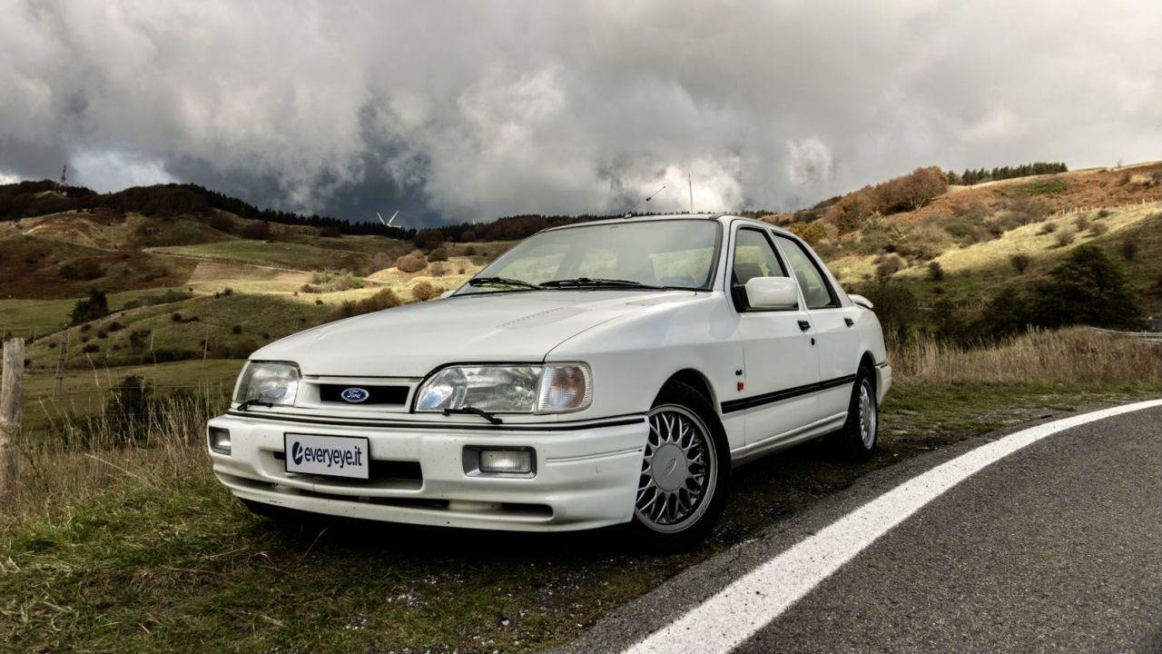 Un weekend negli anni '90 a bordo di una Ford Sierra Cosworth RS