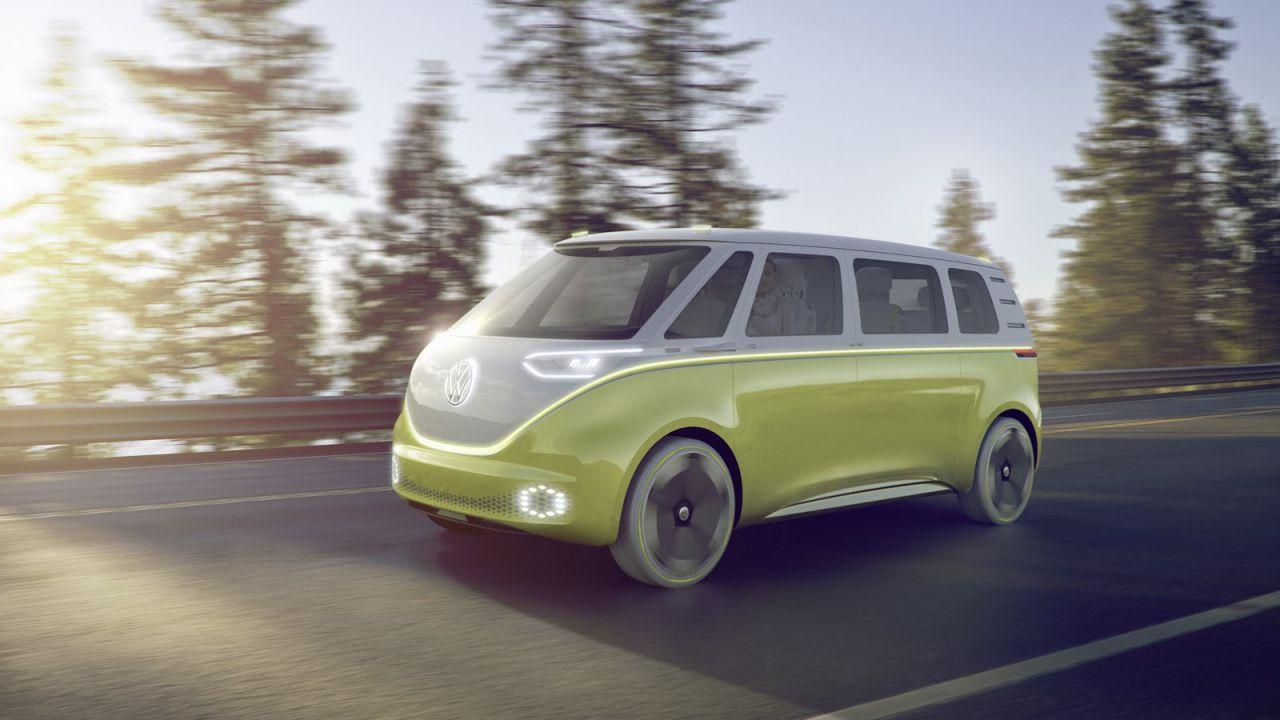 Volkswagen I.D. Buzz: il mitico furgoncino Bulli è ora elettrico