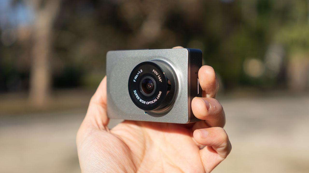 recensione Yi Smart Dash Camera, recensione della dashcam WiFi con funzioni ADAS