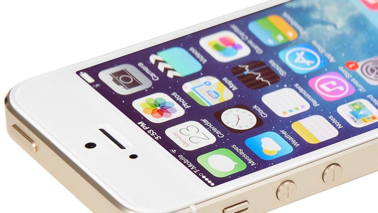 Schemi Elettrici Iphone : Apple pubblica gli schemi di iphone s e c everyeye tech