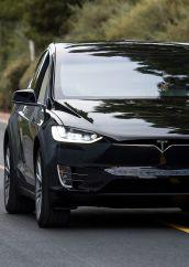 Tesla Model X: il SUV del futuro
