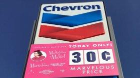 Amazon svende la benzina a 25 cent per gallone: città bloccata, interviene la polizia