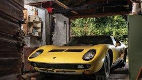 Lamborghini Miura del '71 abbandonata in un fienile è stata ritrovata: adesso all'asta