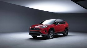 Nuovo Toyota RAV4 hybrid plug-in: prima foto del RAV4 più potente di sempre