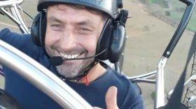 Un pilota ha sorvolato l'Amazzonia a bordo del suo parapendio per spargere dei semi