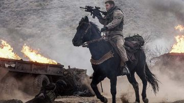 Video the 12 strong: il primo trailer ufficiale con chris hemsworth e michael shannon