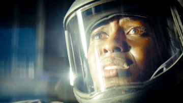 Video nightflyers: nuovo spaventoso full trailer per la serie tratta da george r.r. martin