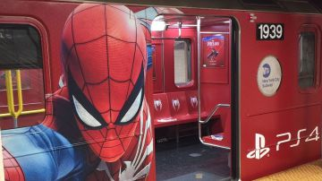 Video spider-man, a new york l'hype train è reale: un treno a tema percorre i binari della città