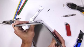 Video uno youtuber è riuscito a piegare un nuovo ipad pro solo con le mani