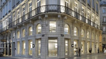 Video gilet gialli: vandalizzato l'apple store di bordeaux