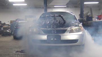 Video in video il motore di una mazda protegé modificato con 4 turbocompressori
