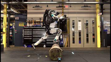 Video robot capaci di saltare ostacoli o grandi come un capello: i traguardi della robotica