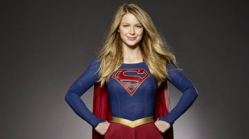 Video supergirl 4, kara entra in azione con i suoi superamici contro l'elite