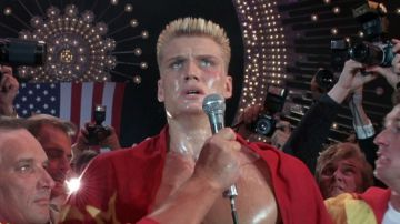Video dolph lundgren si commuove per una specifica scena di rocky iv