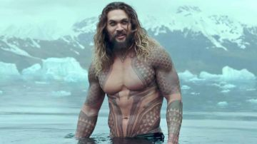 Video jason momoa, la star di aquaman si rade per l'ambiente
