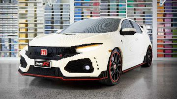 Video guarda una honda civic type r in scala 1:1 e realizzata interamente in mattoncini lego