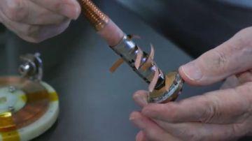 Video questo piccolo magnete ha creato il campo magnetico più forte del mondo