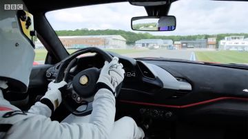 Video the stig di top gear a bordo di una ferrari 488 pista: il video onboard del giro