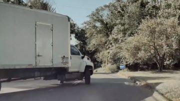 Video un camion colpisce una tesla model 3 e tenta di scappare: il video della dashcam